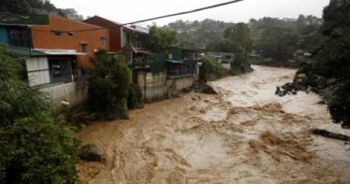 ارتفاع حصيلة ضحايا الأمطار في جنوب أفريقيا إلى 51 قتيلا