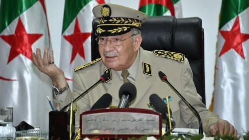الجيش الجزائري يتعهد باسترجاع الأموال المنهوبة وتحقيق مطالب الشعب