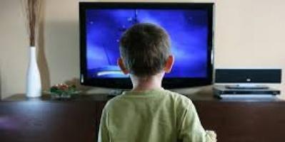 منظمة عالمية تحذر من إفراط الأطفال في مشاهدة التلفزيون