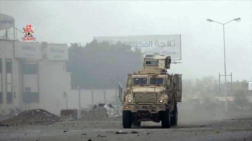مليشيا الحوثي تستخدم الدبابات لقصف مواقع العمالقة بالجبلية