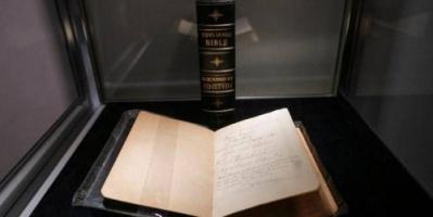 هولندا تستعيد الكتاب المقدس ليستقر في مكتبة كارنيغي مرة أخرى
