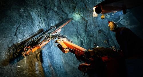 مقتل عاملين وفقدان 15 آخرون في حادث منجم للفحم بجمهورية لوهاتسك