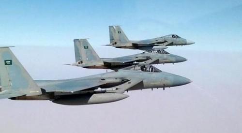 تواصل غارات التحالف على مواقع الحوثي بتعز.. وتدمير معسكر تابع لهم