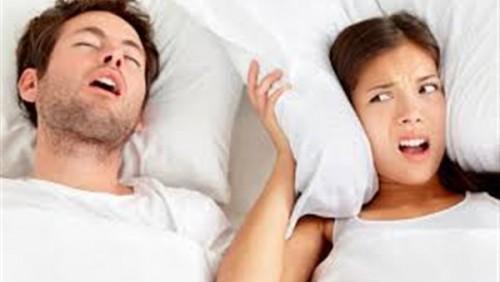 دراسة حديثة تكشف: النساء مثل الرجال في الشخير