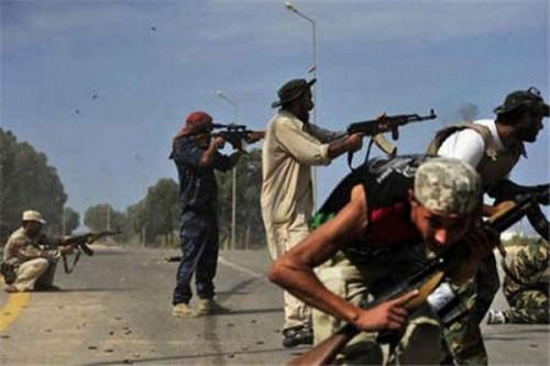 مسلحون يقتحمون مقر المصرف المركزي بطرابلس ويختطفون موظفين