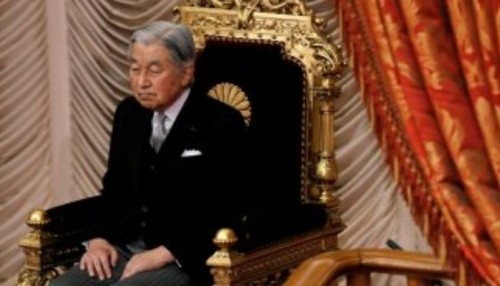 إمبراطور اليابان يتنازل عن العرش لإبنه الثلاثاء