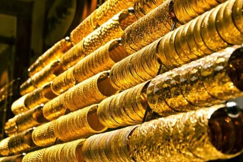 أسعار الذهب تشهد استقرارًا قرب أعلى مستوى خلال أسبوع