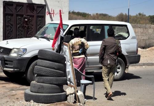قيادي في نقابة النفط بصنعاء يسلم نفسه للحوثيين بعد ترويع زوجته وأطفاله (خاص)