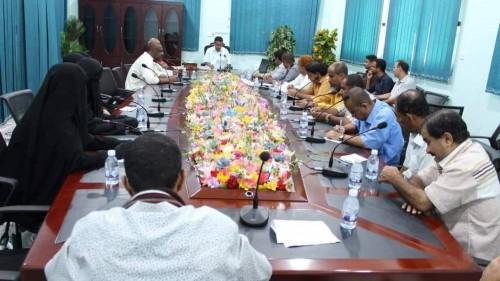 مناقشة أسماء المرشحين للتكريم خلال الاحتفال بيوم المعلم بحضرموت