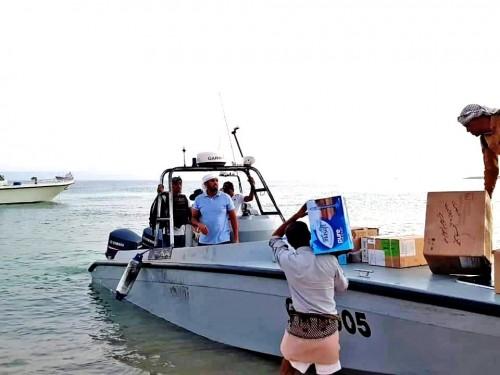 """فريق من """"خليفة الإنسانية"""" يزور جزيرة سمحة بسقطرى ويقدم الخدمات الطبية الضرورية للأهالي (صور)"""