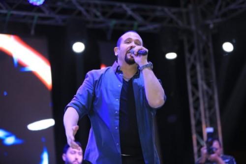 بعد وفاة والدته.. هشام عباس يشعل حفله الأخير بالقاهرة (صور)