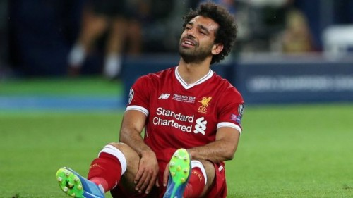 صحيفة إنجليزية: إصابة محمد صلاح قد تحرمه من اللعب ضد برشلونة