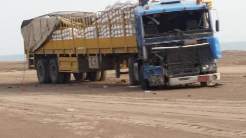 شاحنات الإغاثة.. الحوثي يحرم «فقراء» اليمن من الغذاء