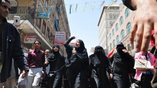 وسط غياب المنظمات الحقوقية.. الحوثيون يحاكمون 65 امرأة اعتقلن منذ أكثر من عام