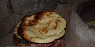 الخمير اللحجي.. وجبة الأسر الدائمة وموروث شعبي يُبهر الزائرين (تحقيق مصور)
