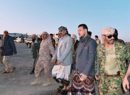 الزُبيدي يزور معسكر جبل العُر ويلتقي المقاتلين (صور)