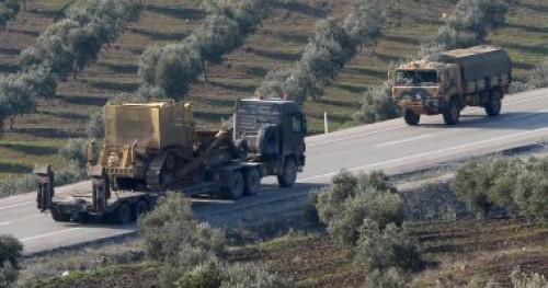 """متظاهرون أكراد: بناء الجدار سيعزل """" عفرين """" عن سوريا"""