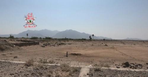 مليشيات الحوثي تقصف مواقع العمالقة في حيس بالحديدة