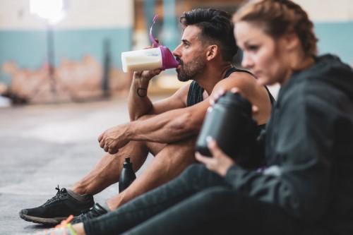 دراسة أسترالية حديثة: مشروب البروتين يؤدي للسمنة ويقصّر العمر