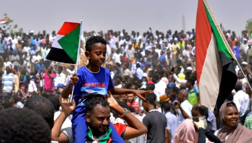 سياسي يُحذر السودانيين من ثورة الإخوان المضادة