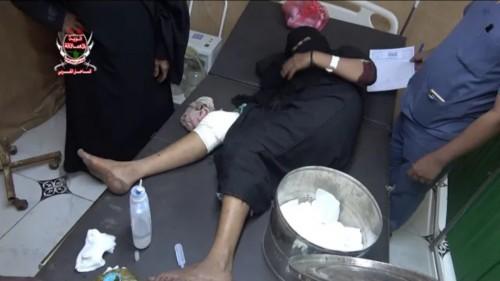 قناصة مليشيات الحوثي تصيب امرأة في الجبلية بالحديدة