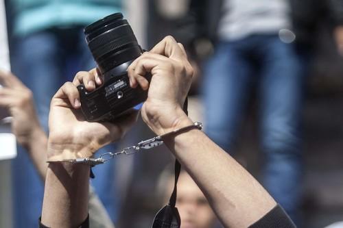 عيد الصحافة في زمن الحوثي.. لا حرية لقلم ولا مجال لكلمة