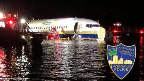 بدون خسائر بشرية.. بوينغ 737 تهبط اضطراريًا فوق نهر سانت جونز بولاية فلوريدا