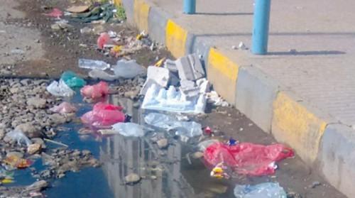 """صحيفة دولية: صنعاء تغرق في """"الصرف الصحي"""""""