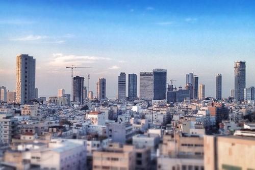 طوارئ بإسرائيل جراء سقوط عشرات الصواريخ من قطاع غزة