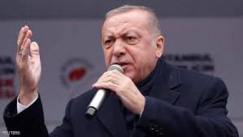 إعلامي سعودي يصف أردوغان برئيس التناقضات (تفاصيل)