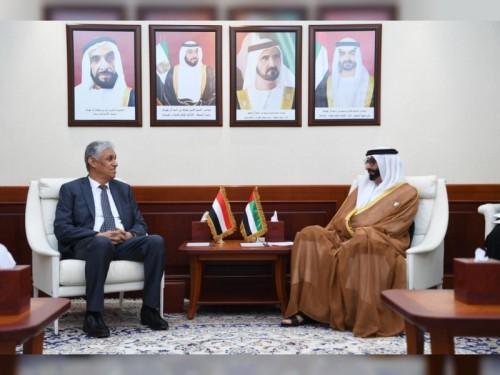 وزير شؤون الدفاع الإماراتي يجتمع بالسفير اليمني لبحث آخر المستجدات