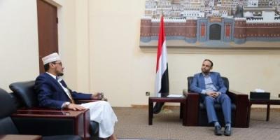 """""""الغرفة الفارهة"""" تفضح تقارباً مريباً بين الحوثي والإخوان.. ماذا دار بين المشاط وأنعم؟"""
