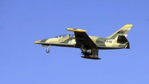ليبيا.. السلاح الجوي يدمر مخزن أسلحة تابع للمليشيا في طرابلس