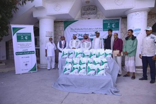 مركز الملك سلمان يدشن مشروع الوجبات الغذائية بالمكلا