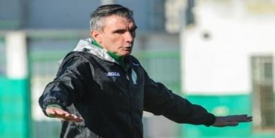 الرجاء المغربي يمدد عقد مدربه كارتيرون
