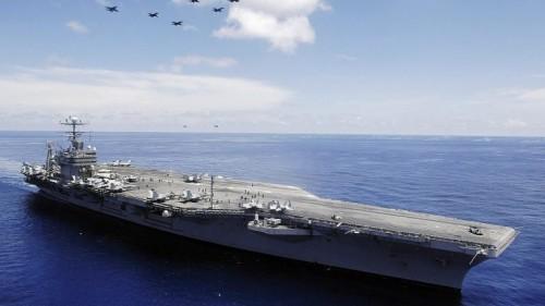 البحرية الأمريكية: تهديدات إيران لن تمنعنا من إرسال حاملة طائرات عبر مضيق هرمز