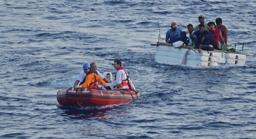 ليبيا.. حرس السواحل ينقذ 213 مهاجرًا غير شرعي من جنسيات مختلفة