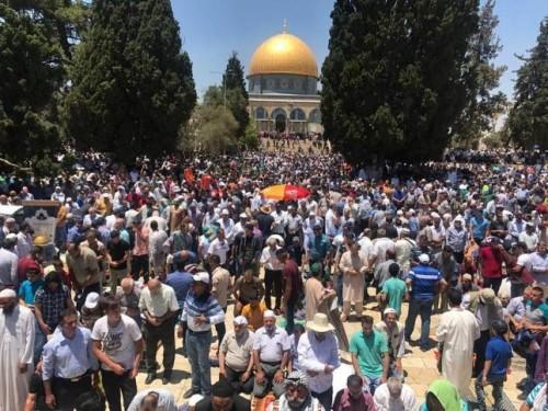 في أول جمعة برمضان.. 180 ألف فلسطيني يؤدون الصلاة بالأقصى