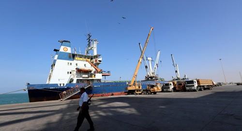 إعلامي يُفجر مفاجآة عن انسحاب الحوثيين من موانئ الحديدة