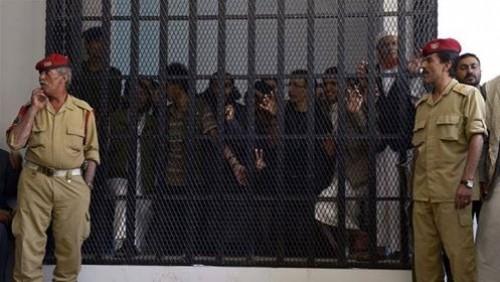 تعذيبٌ في السجون القاتلة.. مسامير الحوثي تنهش عظام المختطفين