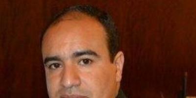 مدير مكتب بن دغر يهاجم السفير البريطاني باليمن