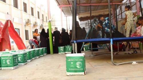 سلمان للإغاثة يوزع 240 سلة غذائية على أطفال التوحد بعدن