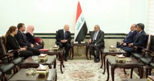 رئيس الوزراء العراقي يجتمع بمسئول أممي لمواصلة التحقيق في جرائم داعش