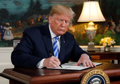 ترامب يوقع أمراً تنفيذيًا بإعلان حالة الطوارئ