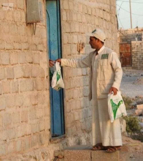 آلاف الوجبات الجاهزة من السعودية للصائمين بعدة محافظات