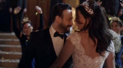 """"""" خمسة ونص """" يتصدر تريند تويتر بعد زواج نادين نجيم وقصي خولي (صور)"""