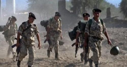 الجيش الجزائري يوقف 4 أشخاص بحوزتهم بندقيتين آليتين وكمية من الذخيرة