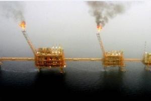 النفظ يرتفع لزيادة التوترات السياسية بين أمريكا وإيران