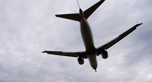 إحدى الطائرات السعودية تهبط اضطراريًا وتخسر أحد أفراد طاقمها