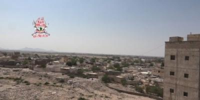 بقذائف المدفعية..مليشيات الحوثي تقصف مواقع العمالقة في حيس